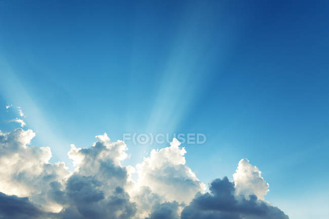 Fluffy clouds in sky — Stock Photo