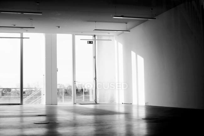Empty interior room with glass wall, black and white — Stock Photo