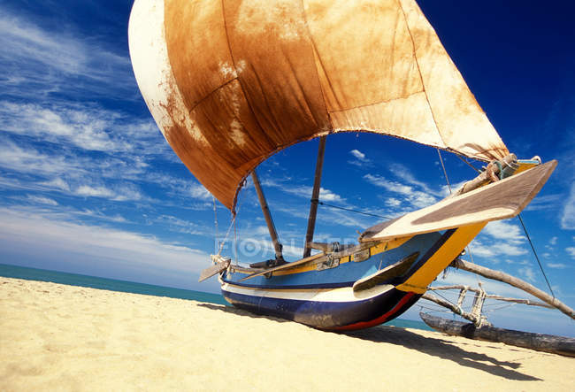 Traditional fishing boat on beach — Stock Photo