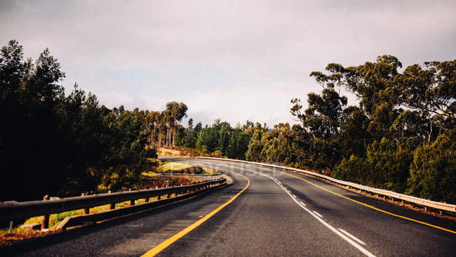 Courbe de route autoroute — Photo de stock