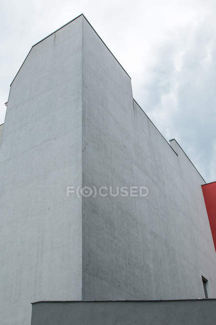 Exterior shot of white building facade without windows — Stock Photo