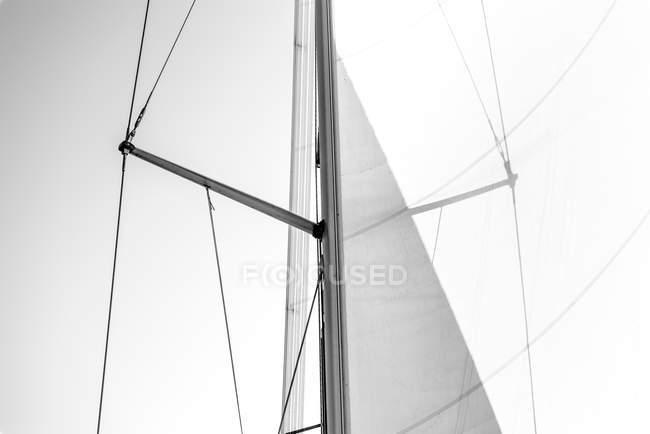 Détails du yacht mât et voile — Photo de stock
