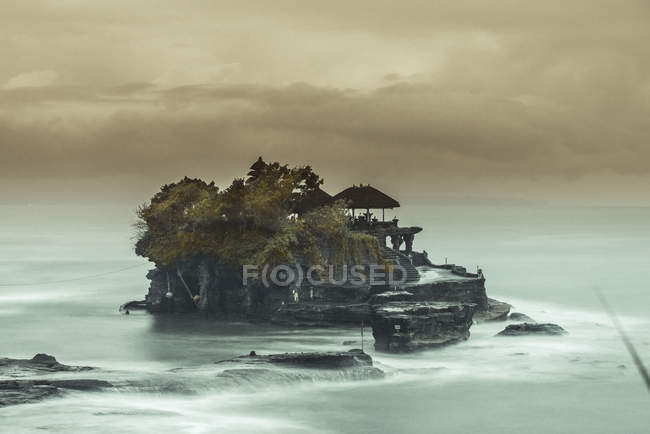 Ancient Hindu pilgrimage temple Pura Tanah Lot on a rock formation of the Indonesian island of Bali — Stock Photo