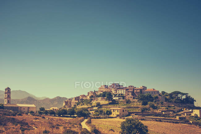 Alte Berg Dorf Abend Stadtbild, Korsika, Frankreich — Stockfoto