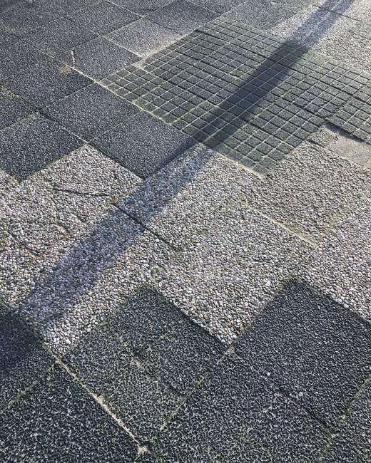 Close-up tiro de superfície de estrada com grandes pedras quadradas — Fotografia de Stock