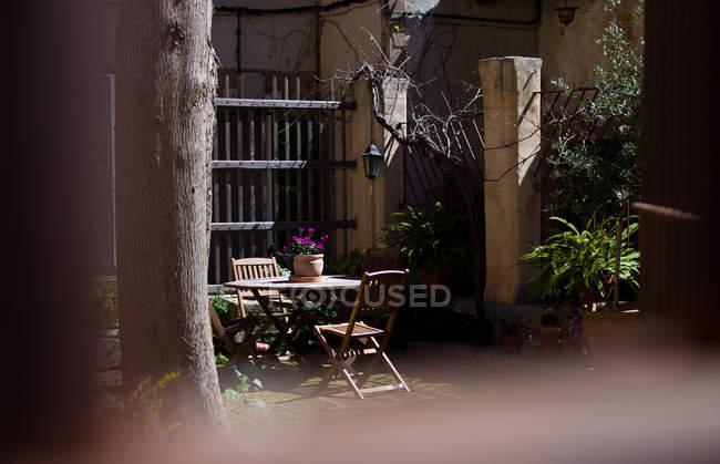 Beautiful summer cozy cafe in yard — Stock Photo
