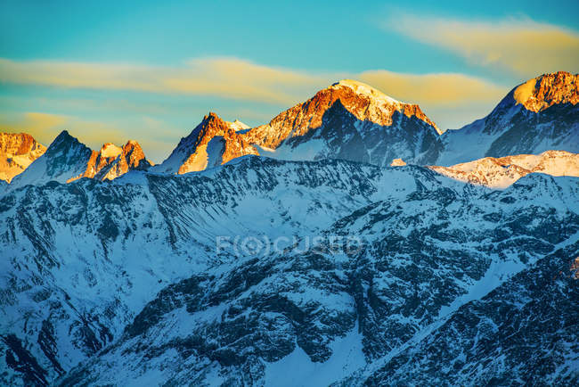Beautiful sunset at the mountains — Stock Photo