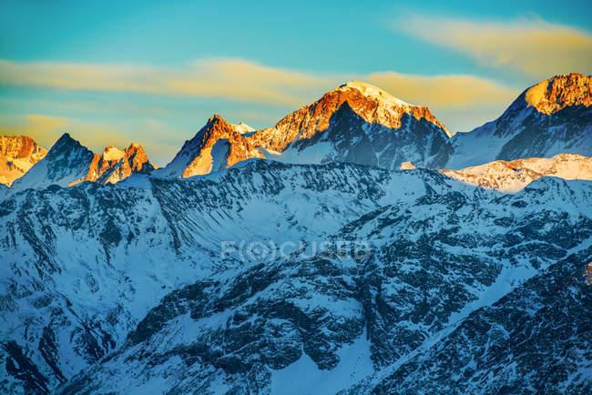 Beautiful sunset at the mountains — Stock Photo