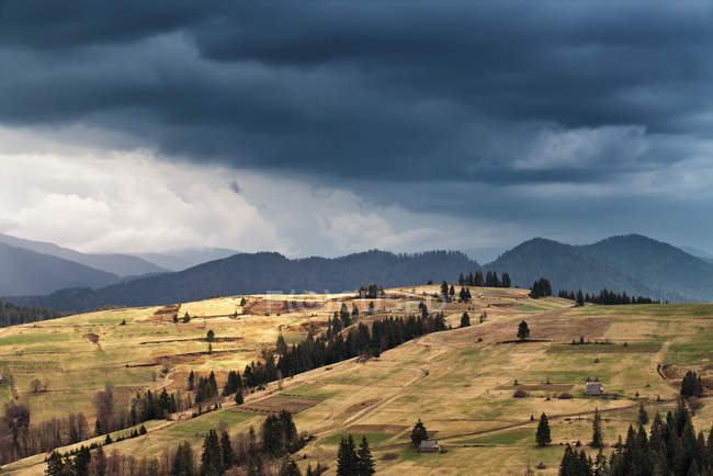 Spring rain in mountains. Thunder and clouds. — Stock Photo