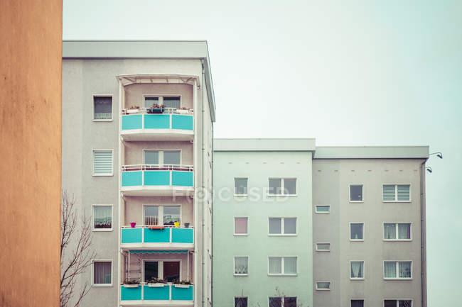 Архитектура современных жилых домов — стоковое фото