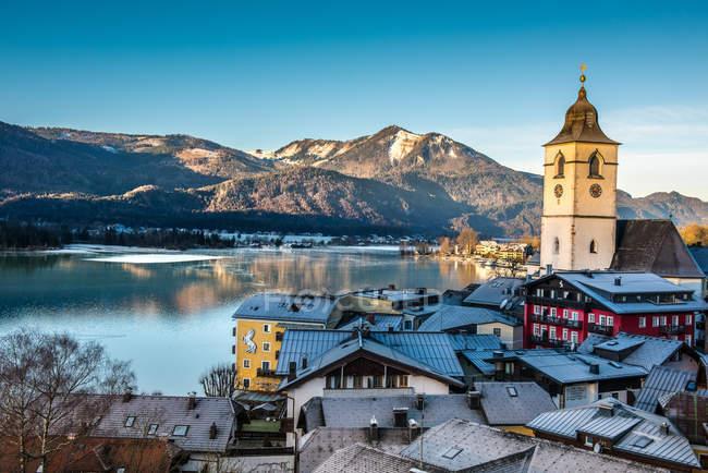 Den Wolfgangsee und Berge Österreichs — Stockfoto
