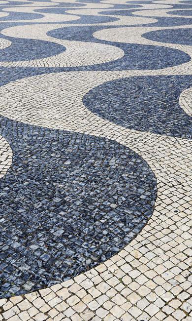 Close-up tiro de superfície de estrada, estrada com decorativo quadradas pedras de pavimentação — Fotografia de Stock