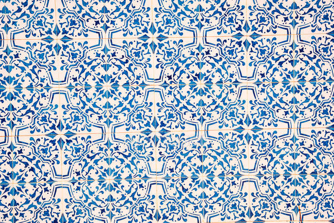 Blue and white ceramic tile pattern — Stock Photo