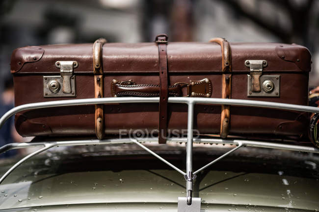 Closeup of retro car details view with suitcase on top — Stock Photo