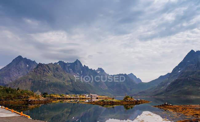 Berge-Dorf in Norwegen — Stockfoto