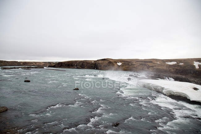 Cold weather, landscape with frozen lake in Iceland — Stock Photo