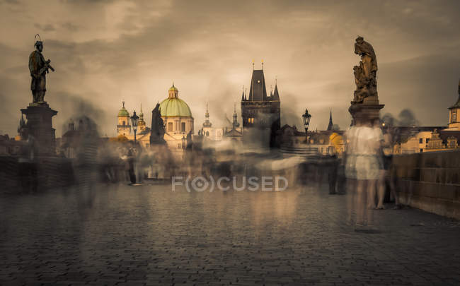Scenic view of Prague old town cityscape and people on Charles bridge in sunset, Czech Republic, Europe — Stock Photo