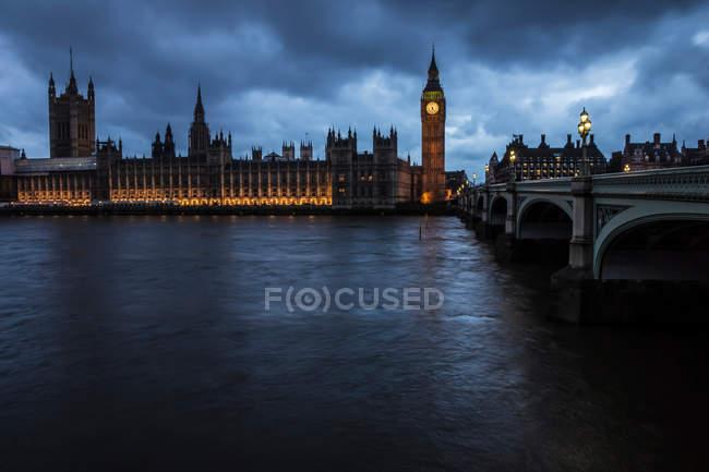 Ніч в місті Лондон, вежі Біг Бен і Річка Темза — стокове фото