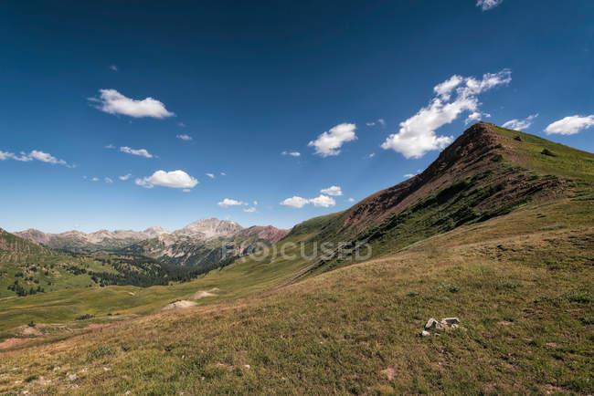 Отмечая мнение пейзаж Горный хребет — стоковое фото