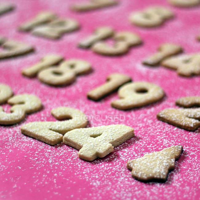 Числа форменных печенья с мукой — стоковое фото