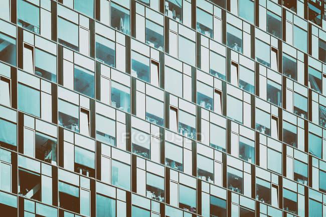 Detalhes do edifício de arquitetura moderna, padrão do windows — Fotografia de Stock