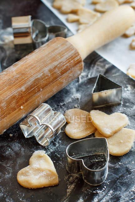 Biscotti con frese e mattarello — Foto stock