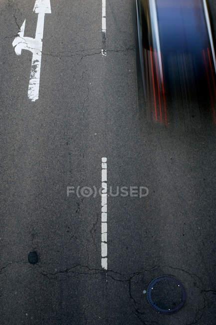 Luftaufnahme der Straße mit Verkehr, Bewegungsunschärfe — Stockfoto