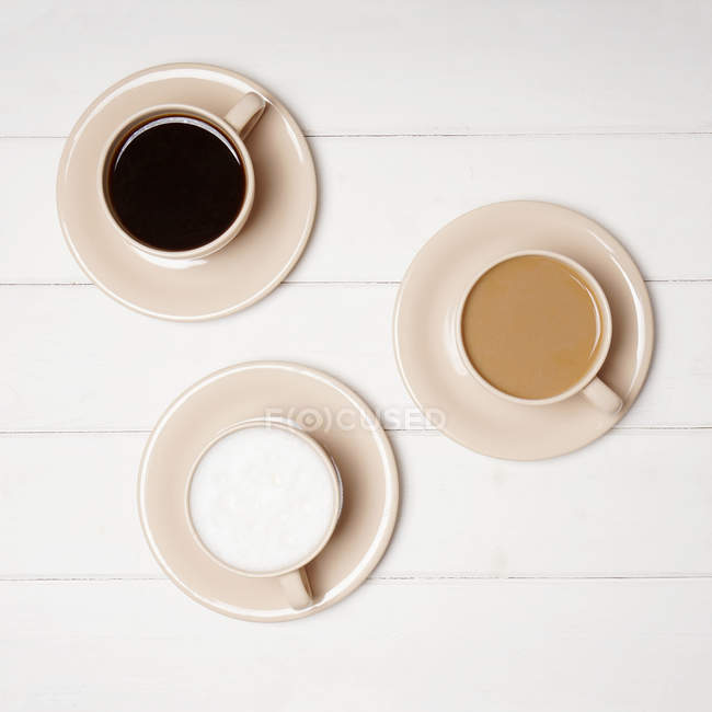 Hot coffe served in mugs — Stock Photo