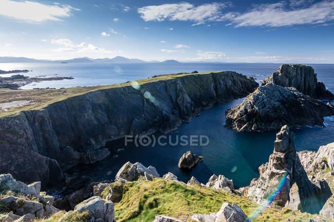 F морський пейзаж з скелястому узбережжі — стокове фото