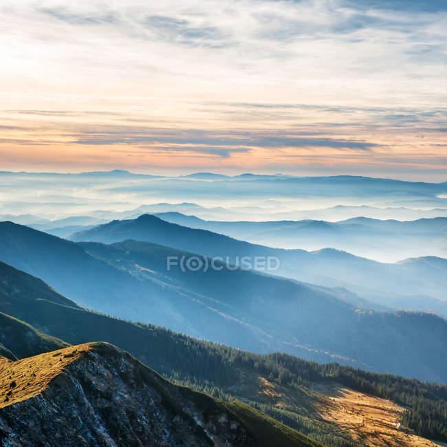 Голубые горы и холмы — стоковое фото
