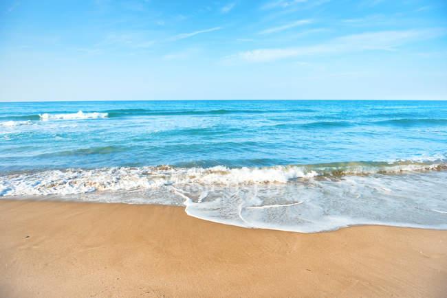Plage de sable tropicale — Photo de stock