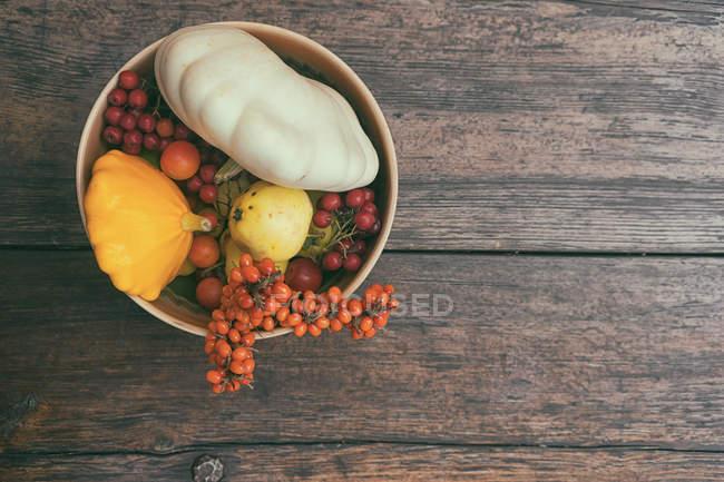 Herbstliche Stillleben mit Gemüse — Stockfoto