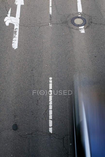 Аэрофотоснимок дороги с движением, движение blur — стоковое фото