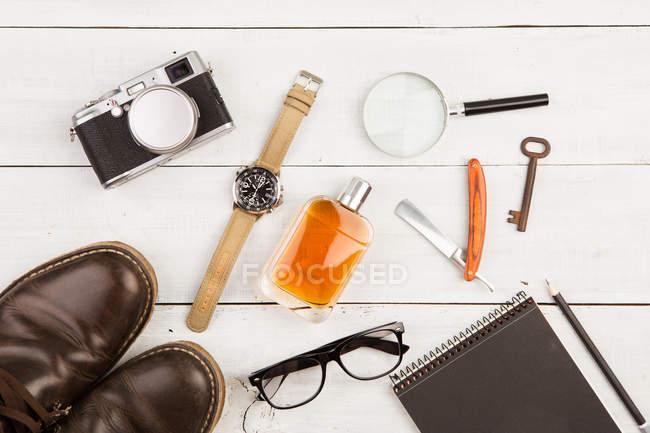 Piatto posare con accessori maschili — Foto stock