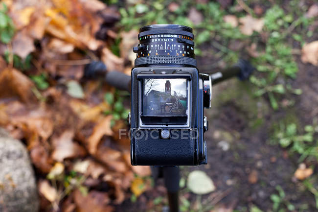 Photo camera elevated view with autumnal leaves on background — Stock Photo