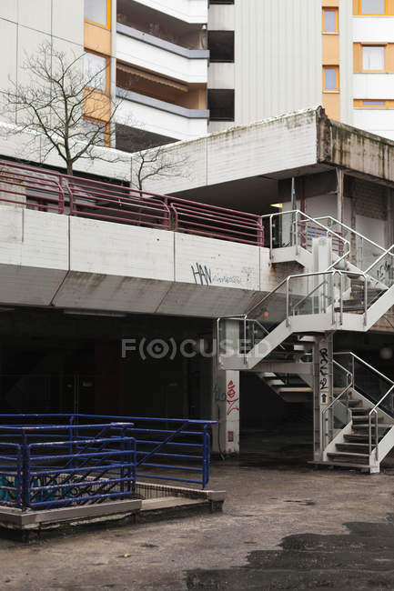 Exterior shot of building facade with stairs — Stock Photo