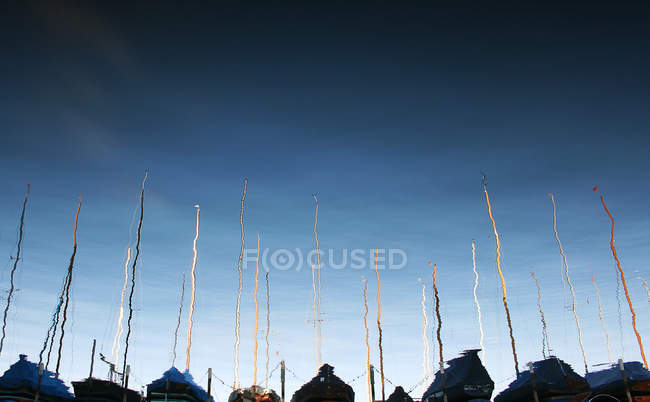 Harbor with yachts reflection on water surface — Stock Photo