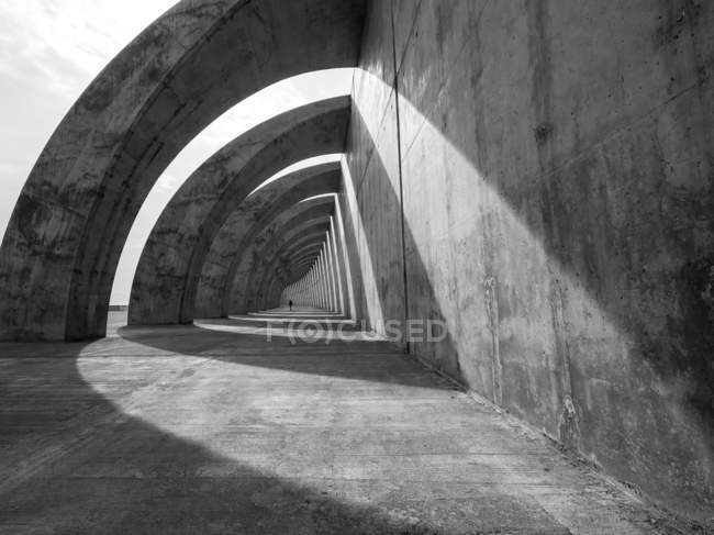 Urban scene with sunshine and tunnel view — Stock Photo