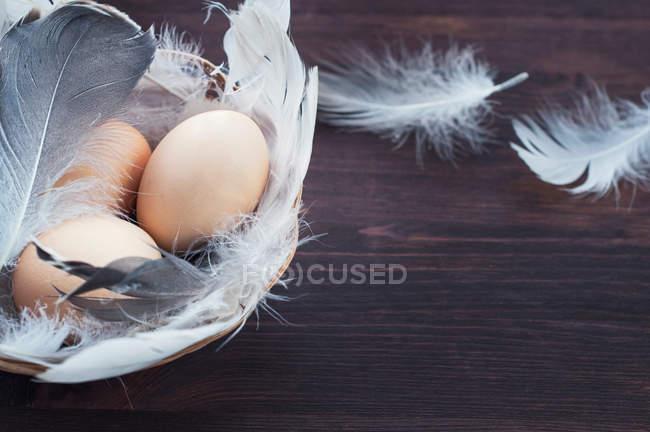 Три яйца куриные — стоковое фото
