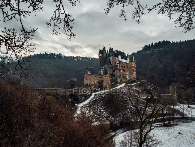 Beautiful scenic view of famous eltz castle, germany — Stock Photo