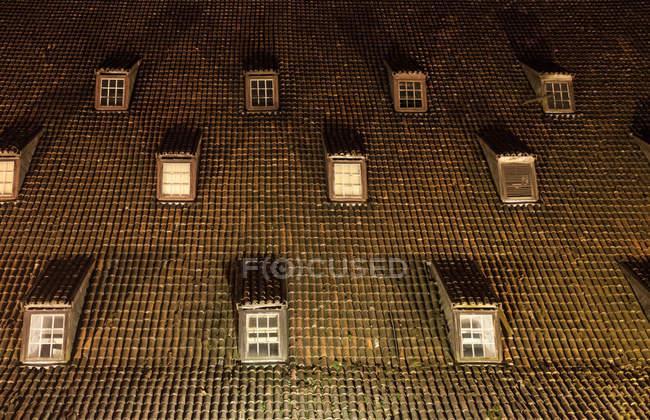 Geflieste Dachterrasse mit Luken — Stockfoto