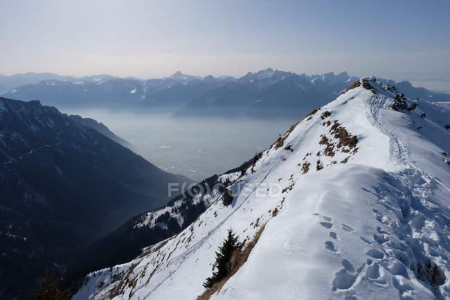 Montanhas e o nevoeiro — Fotografia de Stock