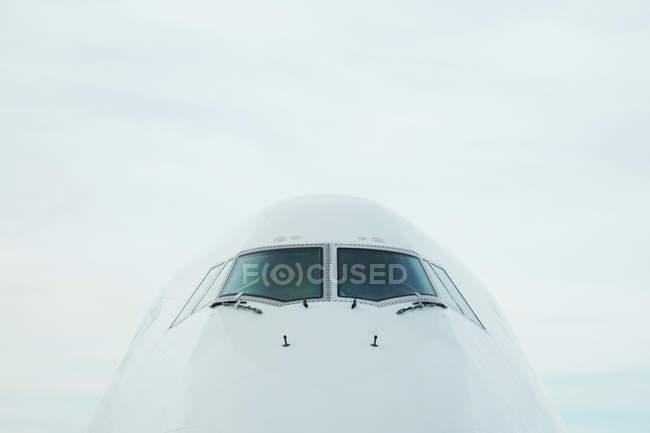 Вид спереди салона самолета — стоковое фото