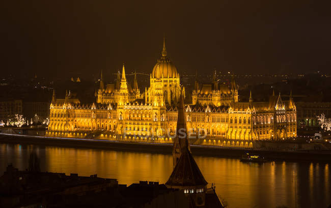 Illuminated Budapest palace view in night, Hungary — Stock Photo