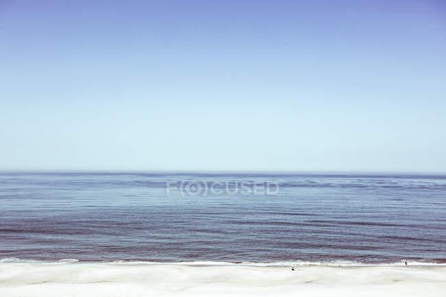 Seelandschaft im sonnigen Tag — Stockfoto