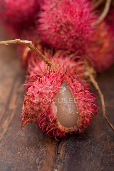 Fresh tropical rambutan fruits — Stock Photo
