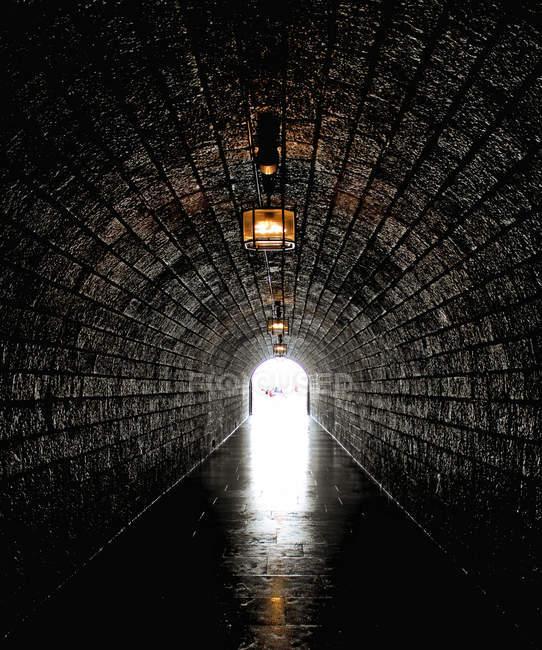 Cena urbana, vista interna do túnel — Fotografia de Stock
