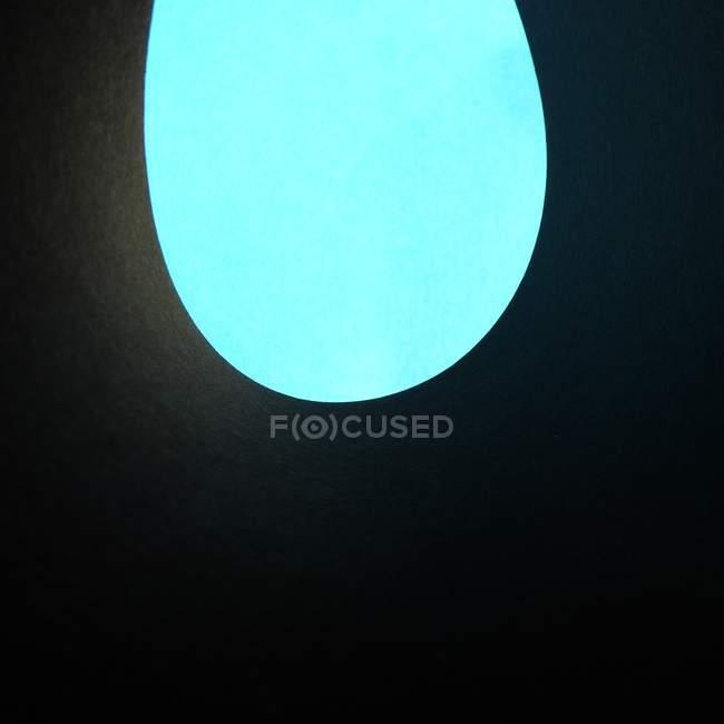 Бирюза круглой формы на черном фоне — стоковое фото