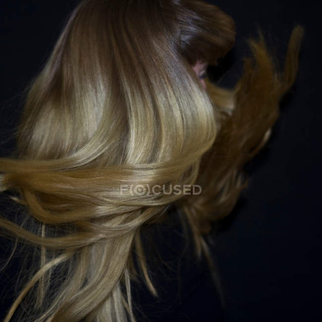 Woman with blonde hair dancing — Stock Photo