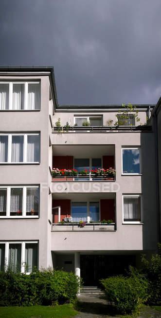 Casa residencial de arquitectura moderna - foto de stock